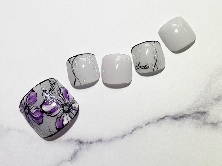 紫のお花ネイル